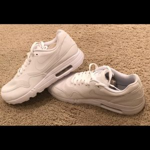 NIKE AirMax1 Ultra2.0 Essential Low Lifestyle shoe